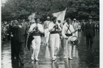 Les frères Briançon et leur Tambour Paul Vidal lors de la Fête des vins de France en 1939.